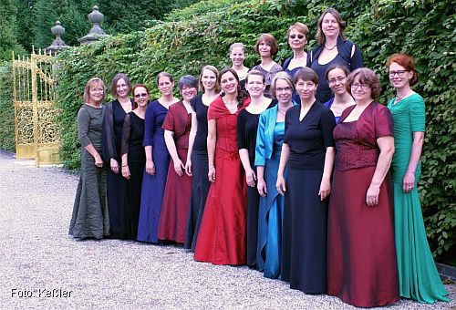 FrauenChor Hannover im Juni 2014 in Hannover-Herrenhausen